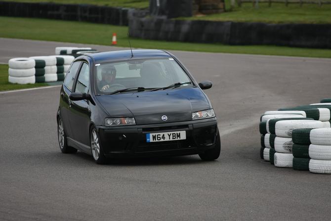 Fiat Punto 1.2 16v ELX Speedgear Photos :: 1 picture :: autoviva.com