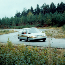 It used an experimental partially air-cooled diesel engine
