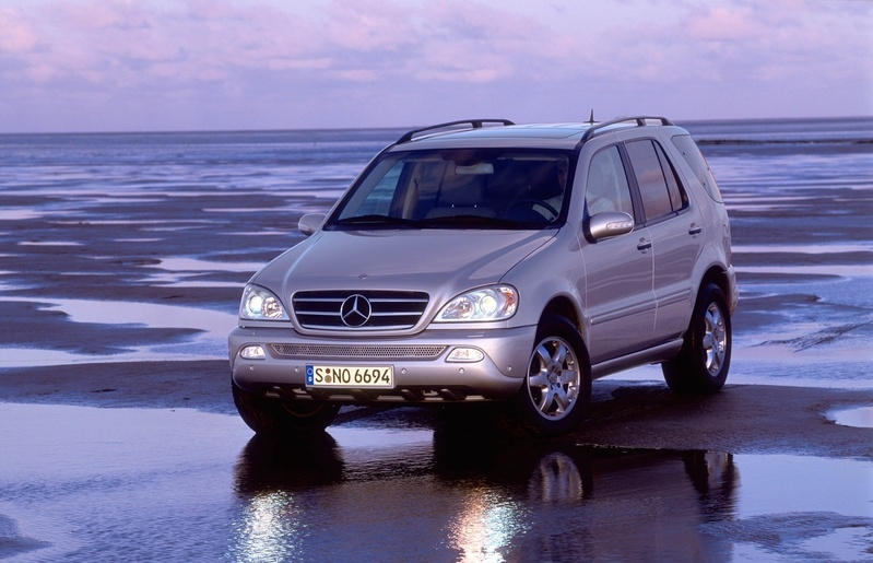 mercedes benz ml 400 cdi 1 photo and 71 specs. Black Bedroom Furniture Sets. Home Design Ideas