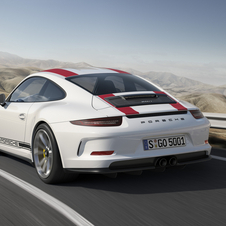 the 911 R has a front and a rear identical to the 911 GT3, however, the technological part comes from the 911 GT3 RS