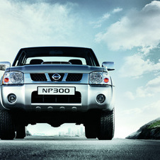 Nissan NP300 Pick Up 4x4 DDTi Cabina Simples