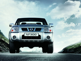 Nissan NP300 Pick Up 4x4 DDTi Chassis Cabina Dupla Comfor
