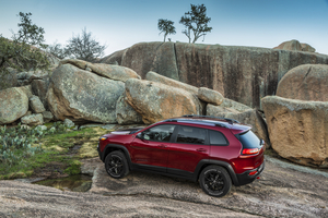 The Trailhawk trim comes with a 3.2-liter V6 with 271hp