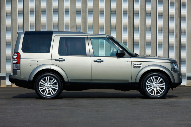Land Rover Discovery Gen 4 Photos 90 Pictures From All