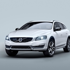 The new V60 Cross-Country sees the ground clearence increased by 65mm, which allows greater security in rougher surfaces