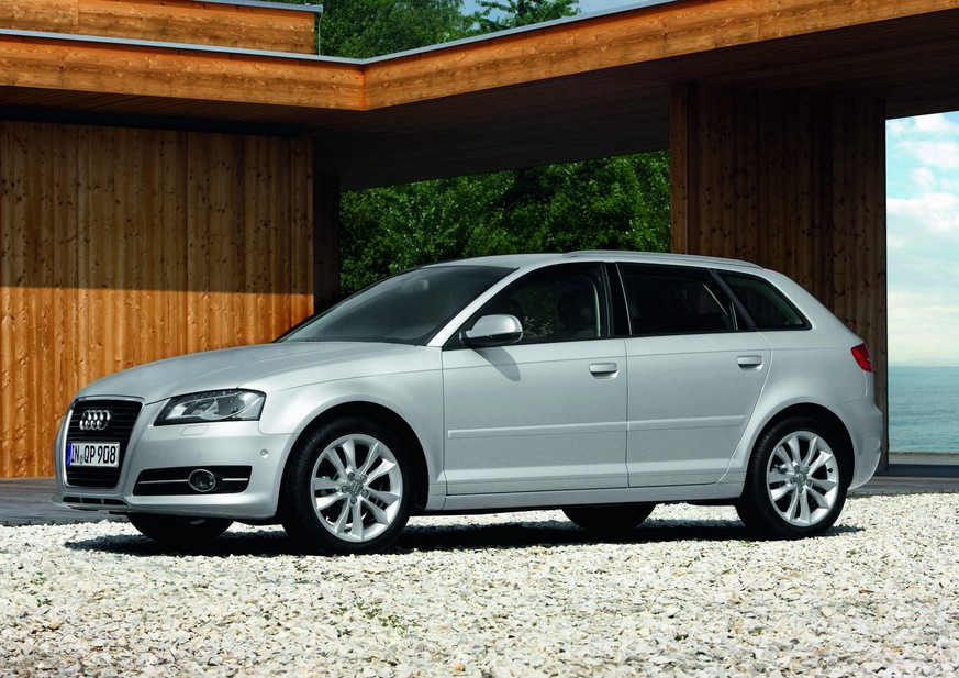 audi a3 sportback 1 6 tdi ambition s tronic 1 photo and 11 specs. Black Bedroom Furniture Sets. Home Design Ideas