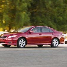 Toyota Camry SLE 5-Spd AT