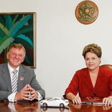 Mercedes signed the agreement with the president of Brazil
