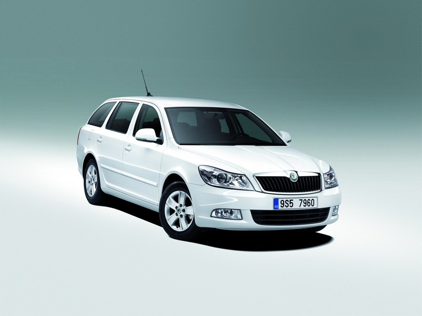 skoda octavia break tdi dsg ambiente 1 photo and 56 specs. Black Bedroom Furniture Sets. Home Design Ideas