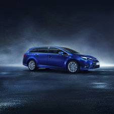 In terms of design, the new Toyota Avensis approaches the current line of the brand