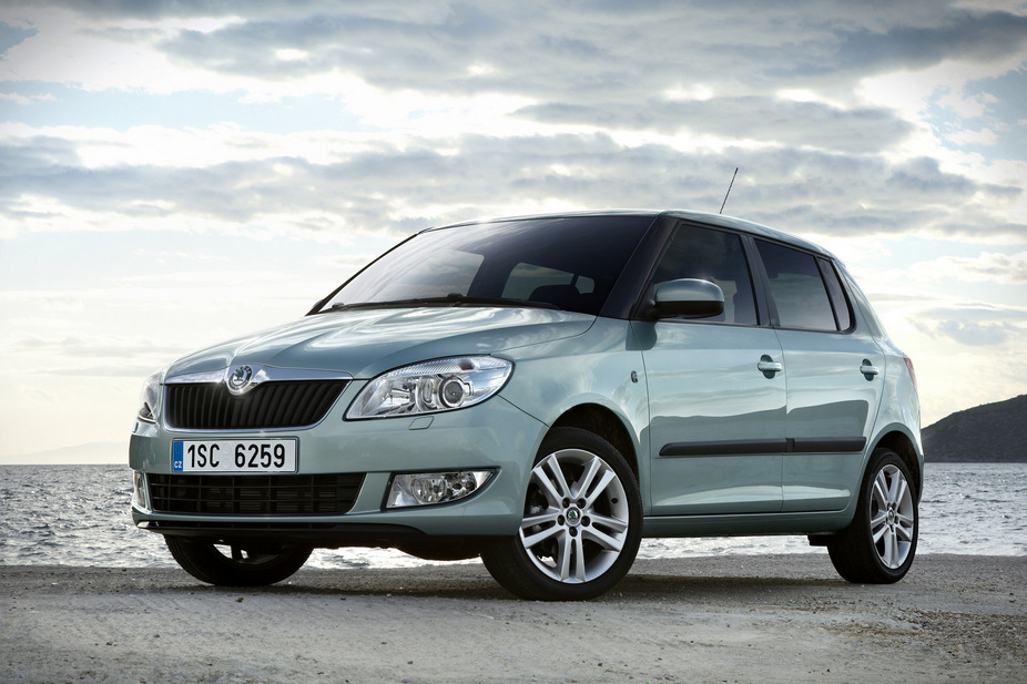 skoda fabia 1 2 tsi ambiente 1 photo and 58 specs. Black Bedroom Furniture Sets. Home Design Ideas