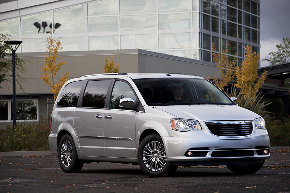 The Town U0026 Country Is An Upscale Version Of The Dodge Grand Caravan