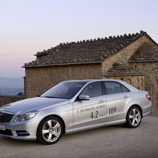 The E300 Bluetec Hybrid mixes a hybrid powerplant with a 2.1-liter diesel