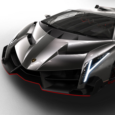 Lamborghini plans to build about 10 Veneno Roadsters