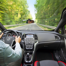The car has a panoramic windshield that allow excellent front visibility