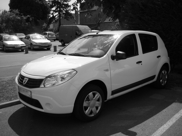 dacia sandero 1 2 16v 75cv access photo dacia gallery 1608 views. Black Bedroom Furniture Sets. Home Design Ideas