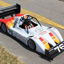 O EV P002 foi modificado para Pikes Peak com o acrescento de downforce
