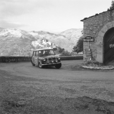 Mäkinen/Easter in the Mini-Cooper at the Monte Carlo Rally 1965