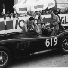 In 1952, Moss and Dewis drove the disc brake-equipped C-Type in the Mille Miglia