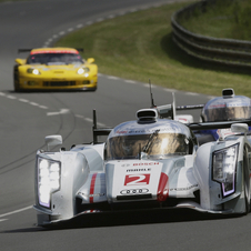 The R18 led practice. You can also see one of the leading Corvettes behind it