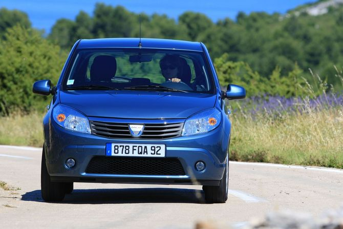 people dacia sandero 1 2 16v lpg ambiance photo autoviva gallery 467 views. Black Bedroom Furniture Sets. Home Design Ideas