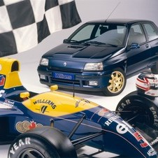 A Renault produziu 5600 unidades do Clio Williams original