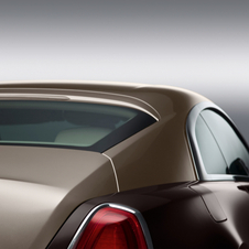 The dynamic continues withs Wraith's deeply recessed grille, wide rear track and two-tone presentation