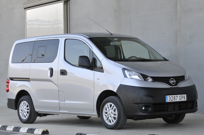 nissan nv200 combi 1 5 dci dpf premium photo nissan. Black Bedroom Furniture Sets. Home Design Ideas