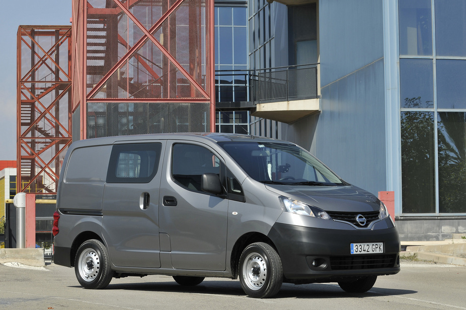 nissan nv200 combi 1 5 dci dpf premium 1 photo and 5. Black Bedroom Furniture Sets. Home Design Ideas