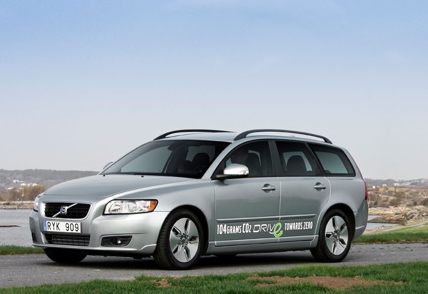 Volvo V50 1.6D DRIVe :: 2 photos and 45 specs :: autoviva.com