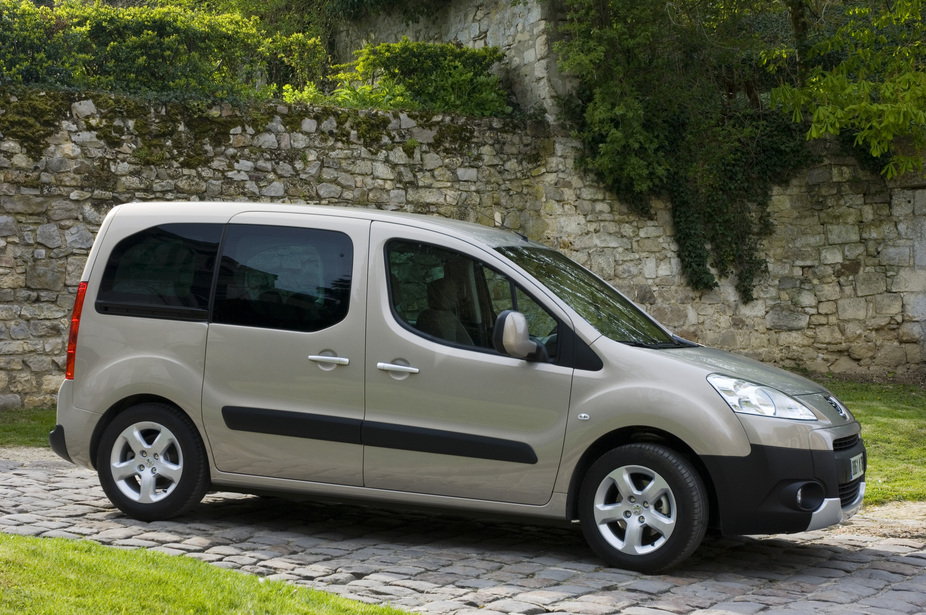 2f198d1fcd7 Peugeot Partner Tepee 1.6 HDi Family :: 1 photo and 11 specs ...