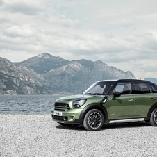 The new MINI Countryman gets a grille with a prominent scoop and a new crossbar