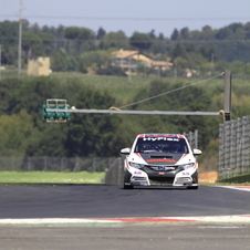 Honda Begins Testing Civic WTCC at Vallelunga