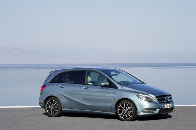 Mercedes benz b 180 blueefficiency sports tourer at photo for Mercedes benz b class 180