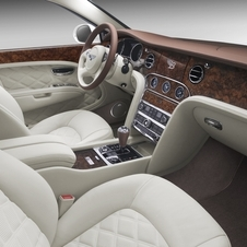 As edições especiais incluem os pacotes Mulliner Driving Specification e Entertainment Specification