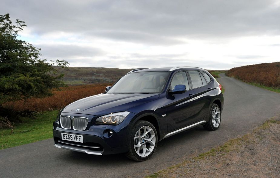 bmw x1 sdrive 18d se 1 photo and 5 specs. Black Bedroom Furniture Sets. Home Design Ideas