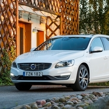 Volvo V60 D6 AWD Momentum PHEV Geartronic