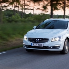 Volvo V60 D6 AWD R-Design Momentum PHEV Geartronic