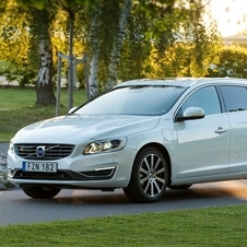 Volvo V60 D6 AWD Summum PHEV Geartronic
