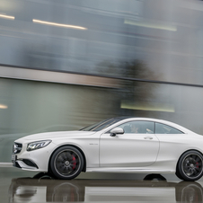 The new AMG four-seat coupé is equipped with the AMG 5.5 V8 twin-turbo engine with 585hp and 900Nm