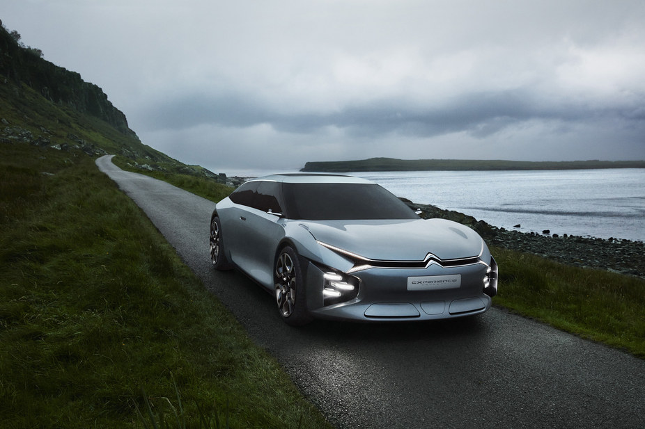The Citroën Cxperience is powered by a 150 to 200hp petrol engine with and extra 80 kW of energy provided from the electric motor