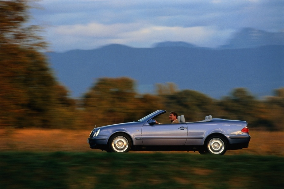 Mercedes-Benz CLK 230 Kompressor Cabriolet. basic info. spec rating
