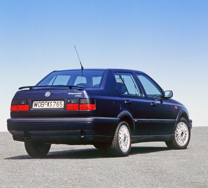 Volkswagen Vento 1 6 Cl 3 Photos And 46 Specs