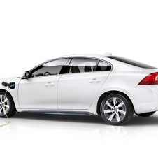 The S60L PPHEV combines the 238hp from the E-Drive turbo engine with gasoline plug-in hybrid technology