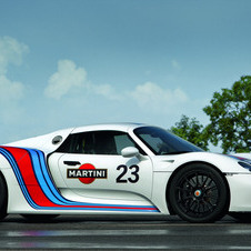 The 918 combines a V8 and two electric motors