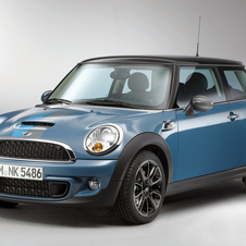Mini allows drivers to upload apps to its cars from their phones