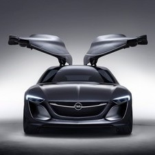 The massive gullwing doors would not make it to production