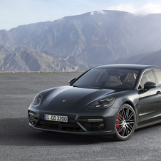 The Panamera marks the debut of a new platform, new engines and receives changes in terms of size, design and technology