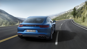 A visually continuous surface together with the lines on the back create a visual link with the Porsche 911