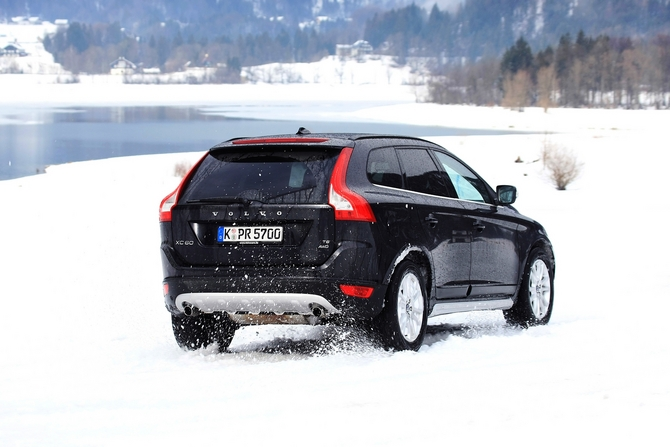volvo xc60 d3 kinetic awd photos 1 picture. Black Bedroom Furniture Sets. Home Design Ideas